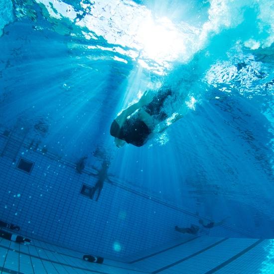 politi-forberedelse-kursus-højskole-svømning-dyk-svømmehal
